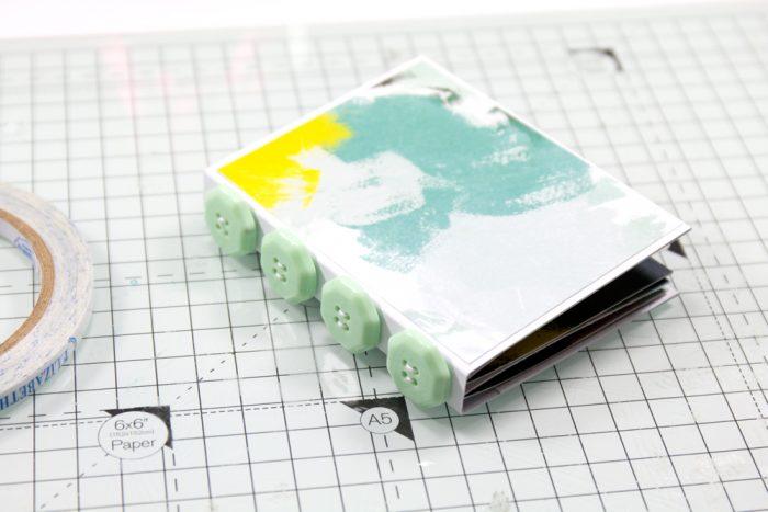 Buchdeckel mit Patterned Paper bekleben