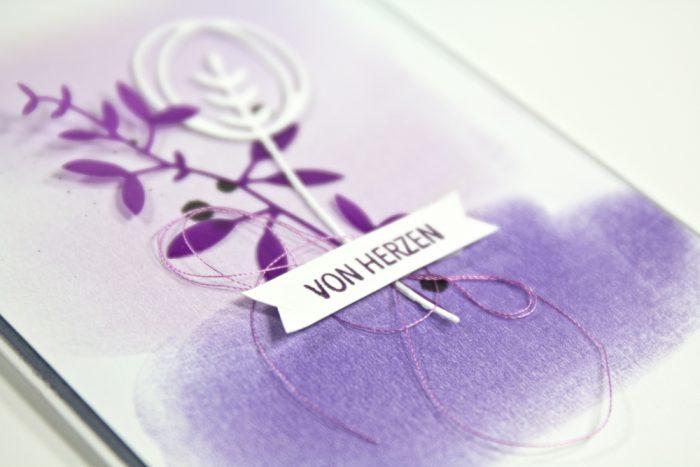 Lila Karte mit Pastellhintergrund