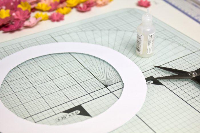 Pappring als Basis für einen Türkranz